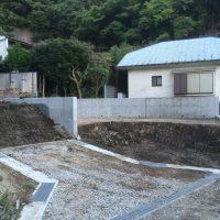 荒地の整地後、1宅番を4宅番に土留め擁壁で区分けし道路を設置させていただきました。(1/2)