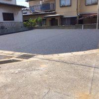 駐車場のアスファルト舗装の施工例です。  基礎工事及びアスファルト舗装を行いました。